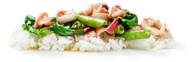 Calamaretti aus dem Wok, Asiaspinat, Reis