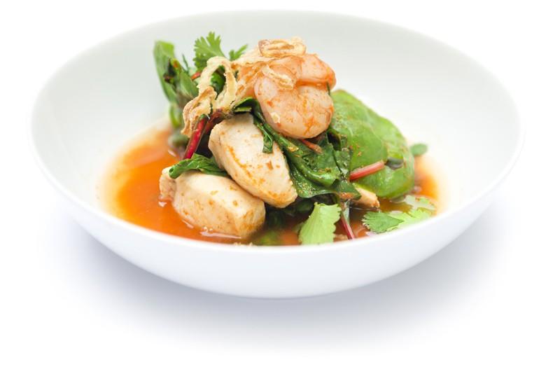 Sour Curry, Wels, Garnelen, Rote Beeteblätter